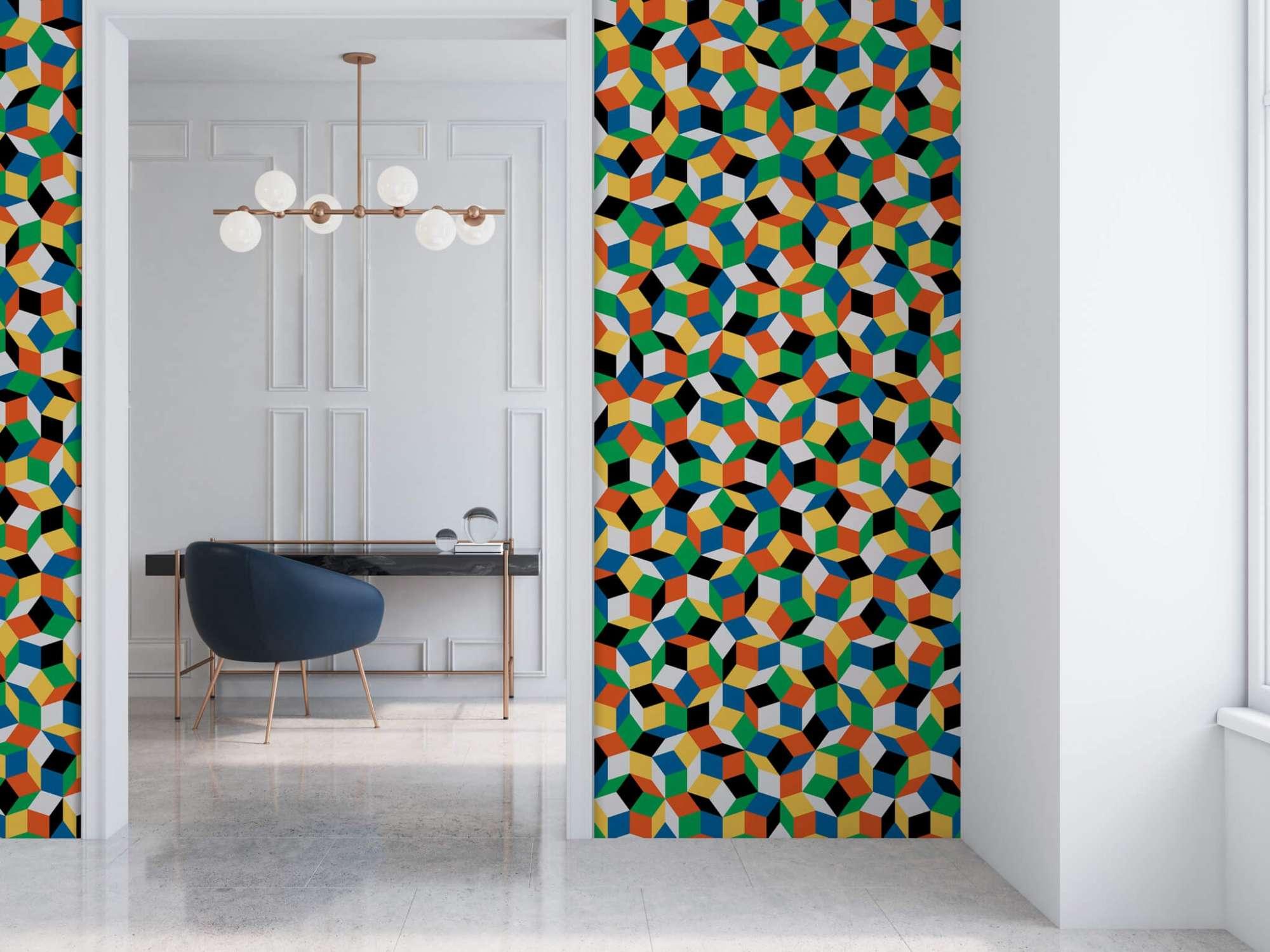 lé de papier peint avec motif géométrique penrose, collé dans un salon, design IchetKar