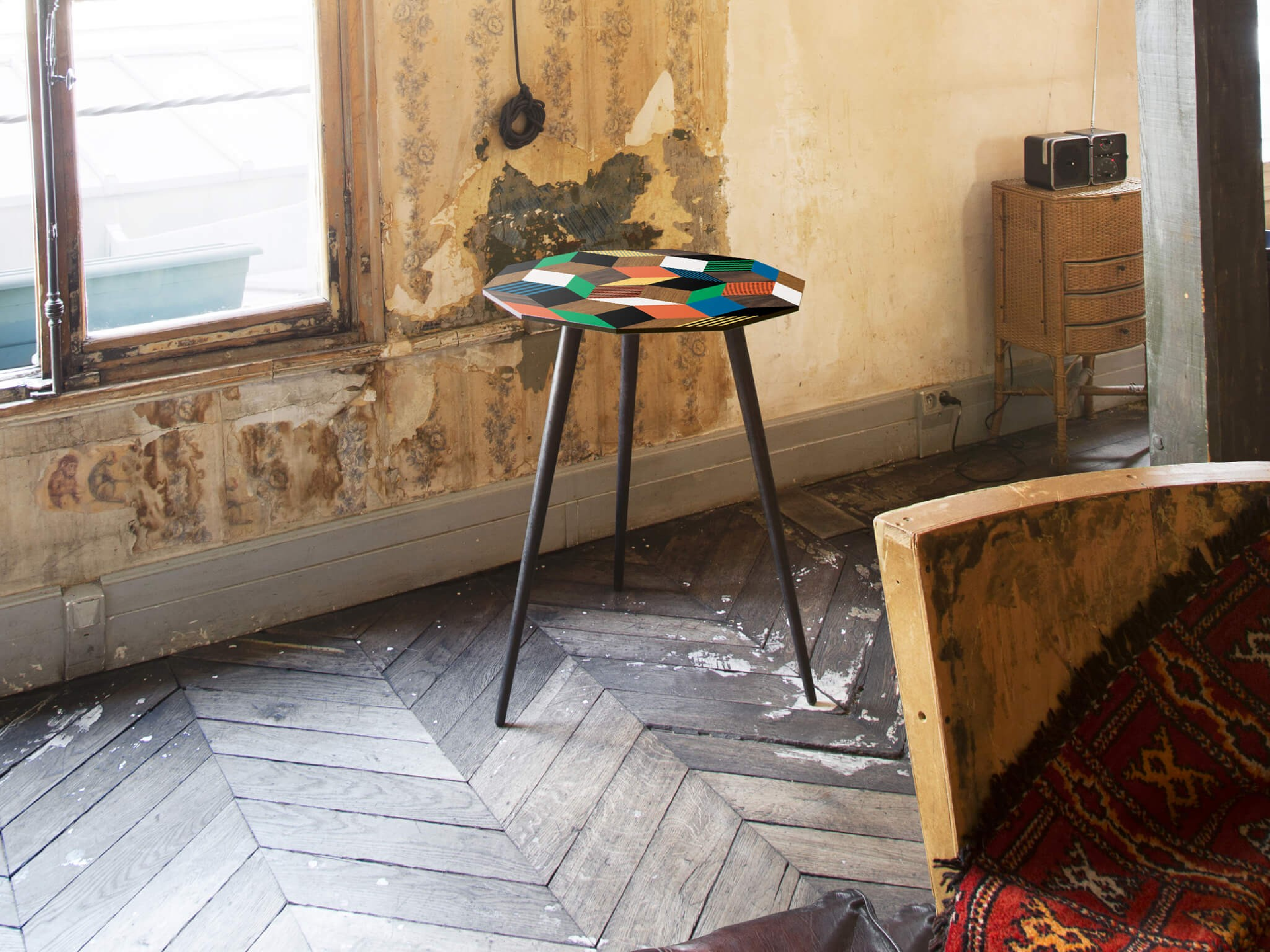 Petite table haute, guéridon au motif géométrique Crazy Wood. Design IchetKar édition Bazartherapy