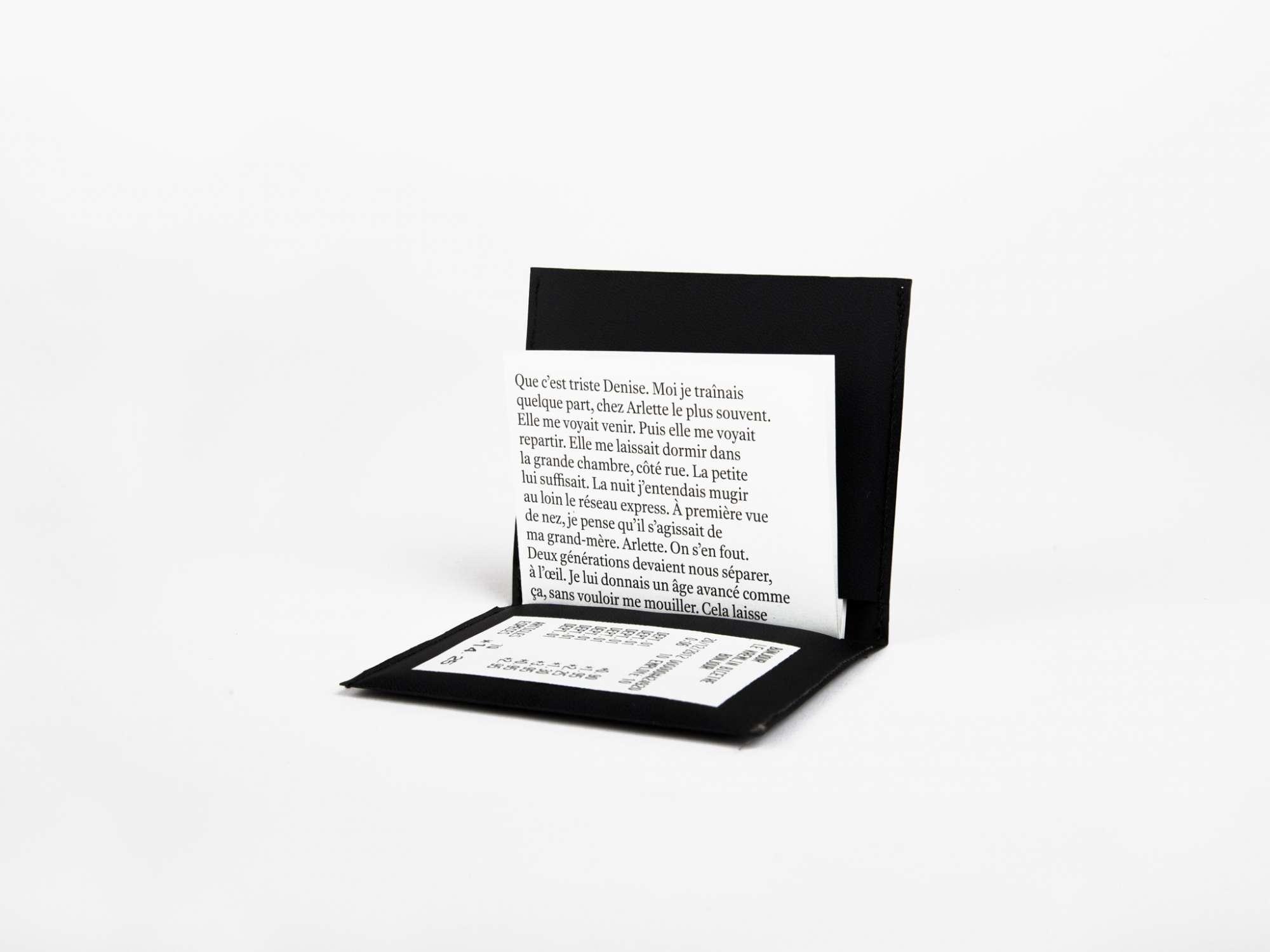 Le Kremlin-Bicêtre Éditions cent pages Objet d'artiste pochette dépliant et photographies