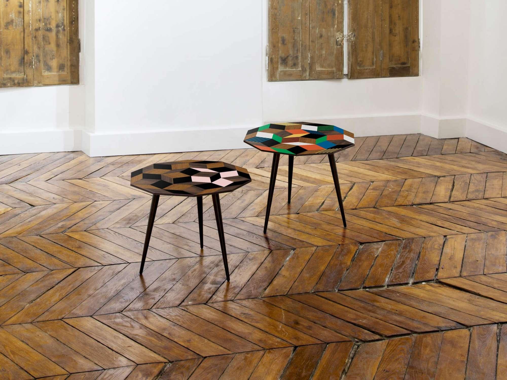 Les tables spring wood et crazy wood en photo dans la galerie Jospeh à paris. Motifs géométriques, design ichetkar.