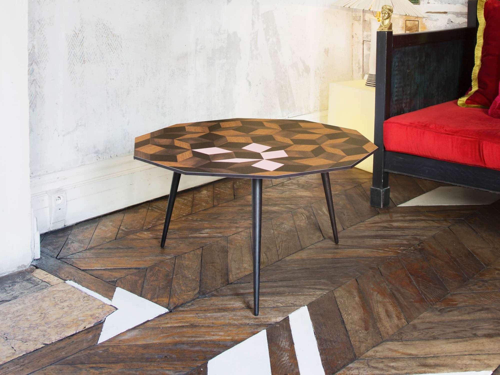 Table basse au motif géométrique Penrose Spring Wood, rose poudré, design IchetKar, édition bazartherapy