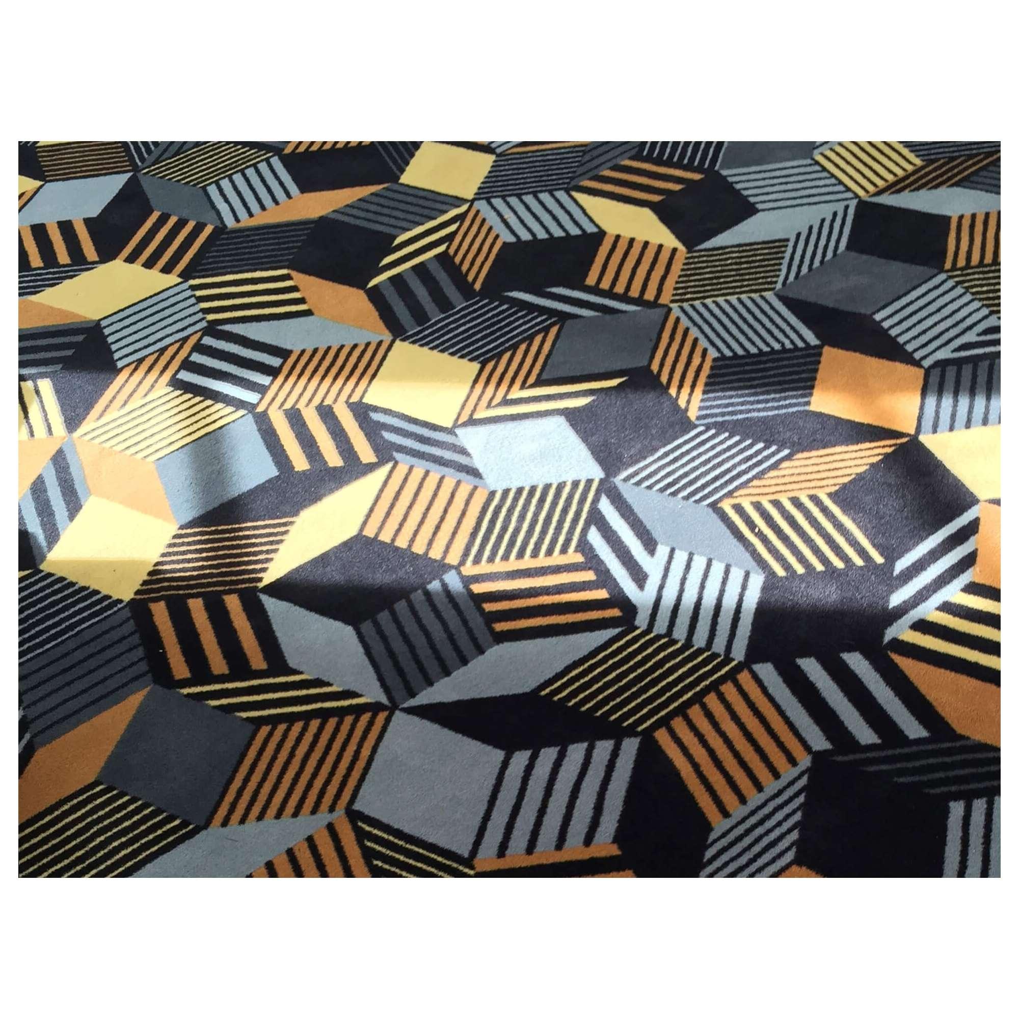 Details du tapis Penrose Rocks, couleur terre, sable, pierre, Design IchetKar édition Bazartherapy