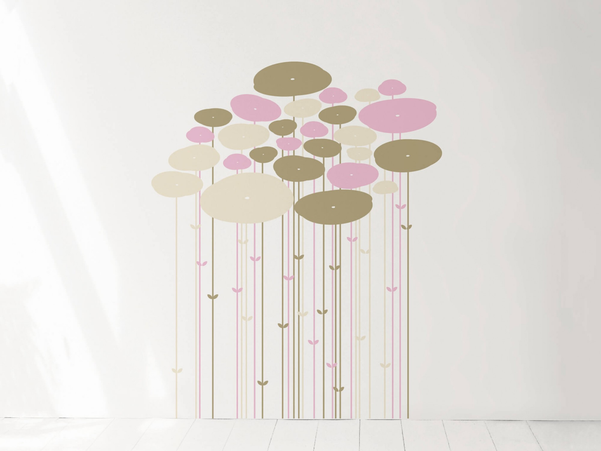 un sticker mural design en forme de jungle pour donner une touche de couleur a un intérieur minimaliste.
