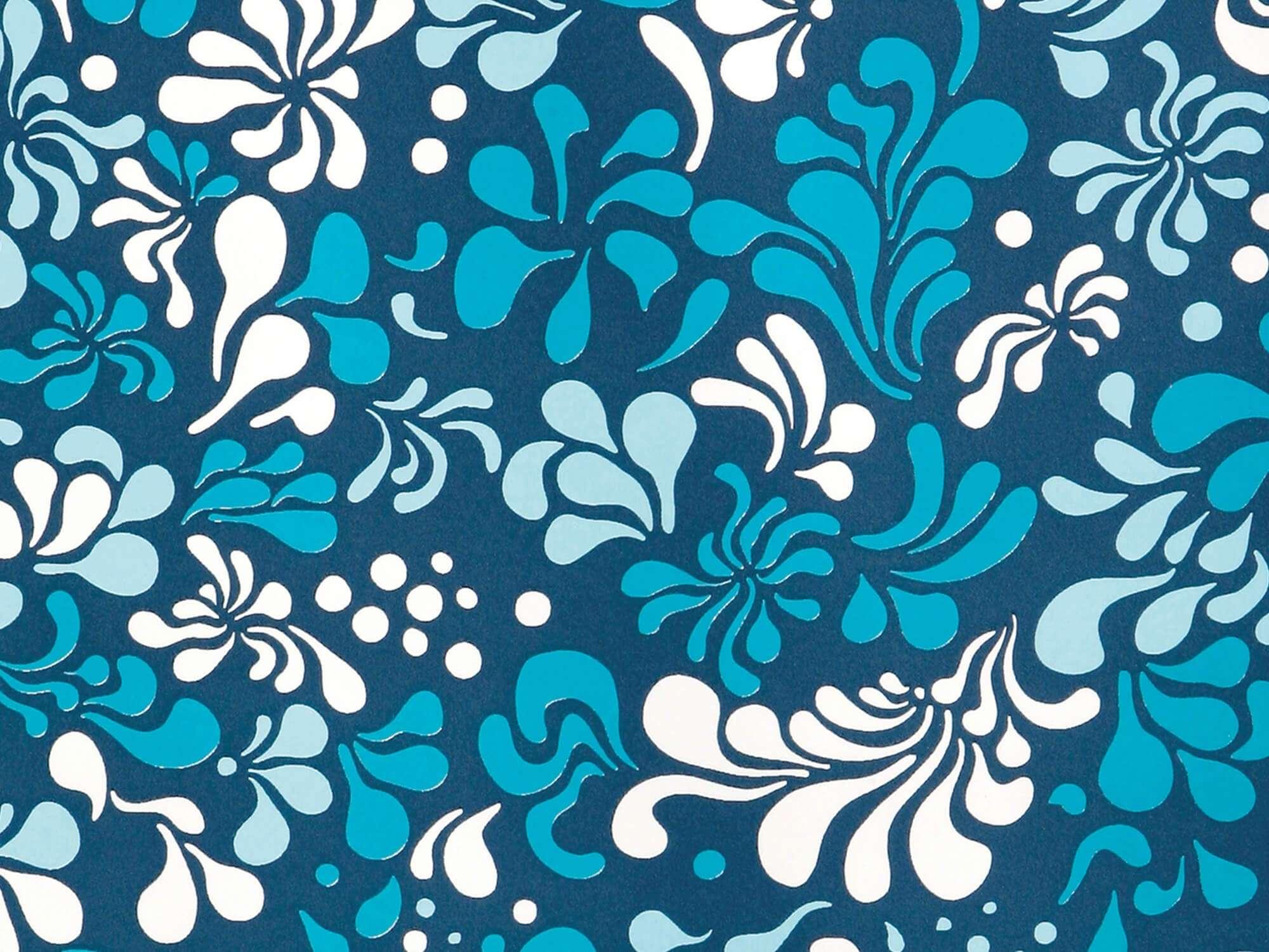 Zoom sur le papier peint Minipop flower bleu et blanc de jour, design IchetKar