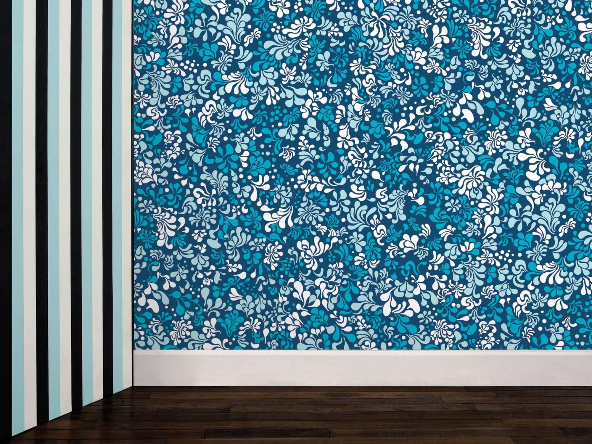 Papier peint Minipop flower bleu et blanc pour une décoration florale phosphorescent, design IchetKar