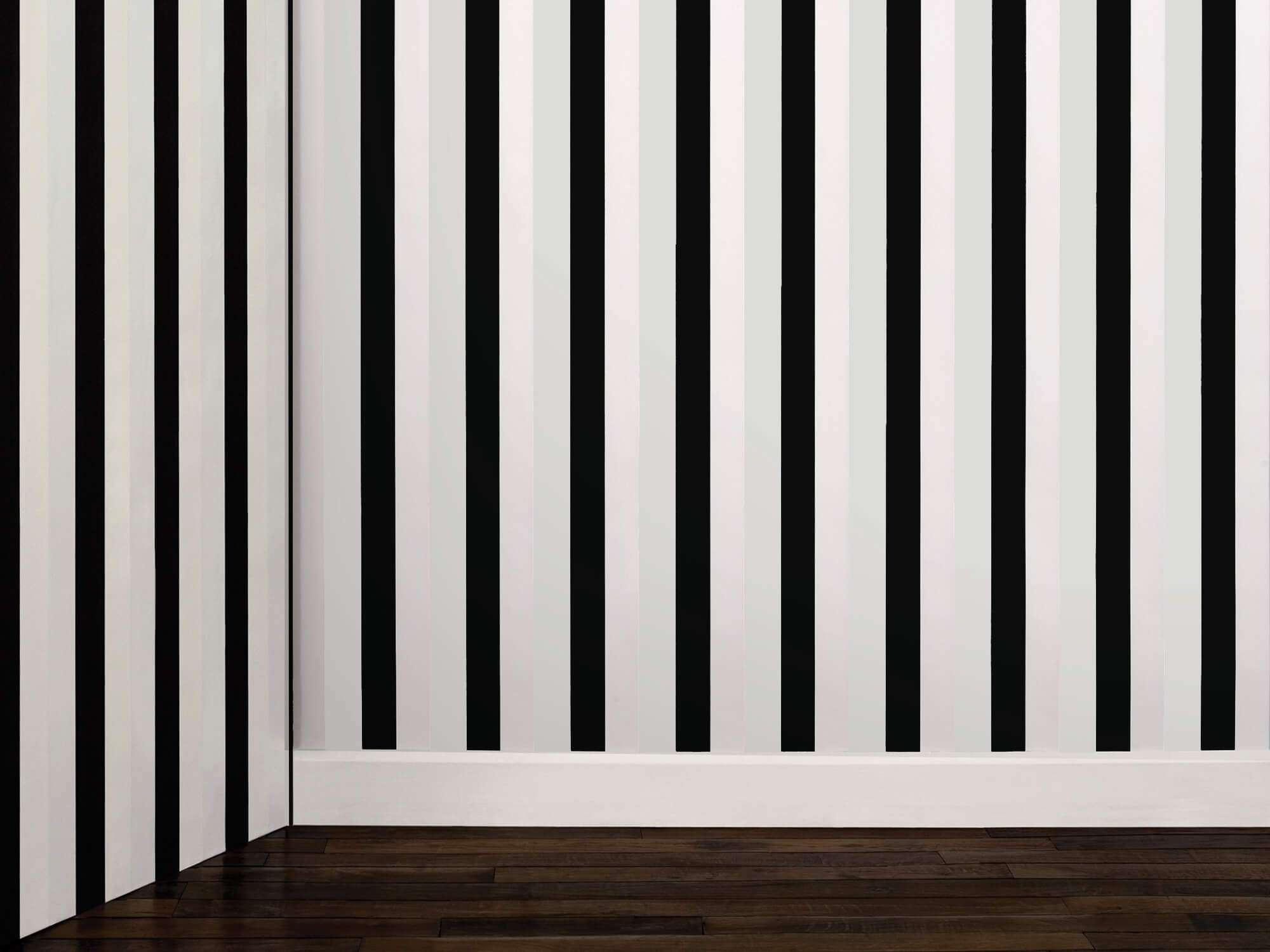 Papier peint à encre phosphorescente, ligne verticale blanche et noir le jour, vert fluo et noir la nuit, design ichetkar