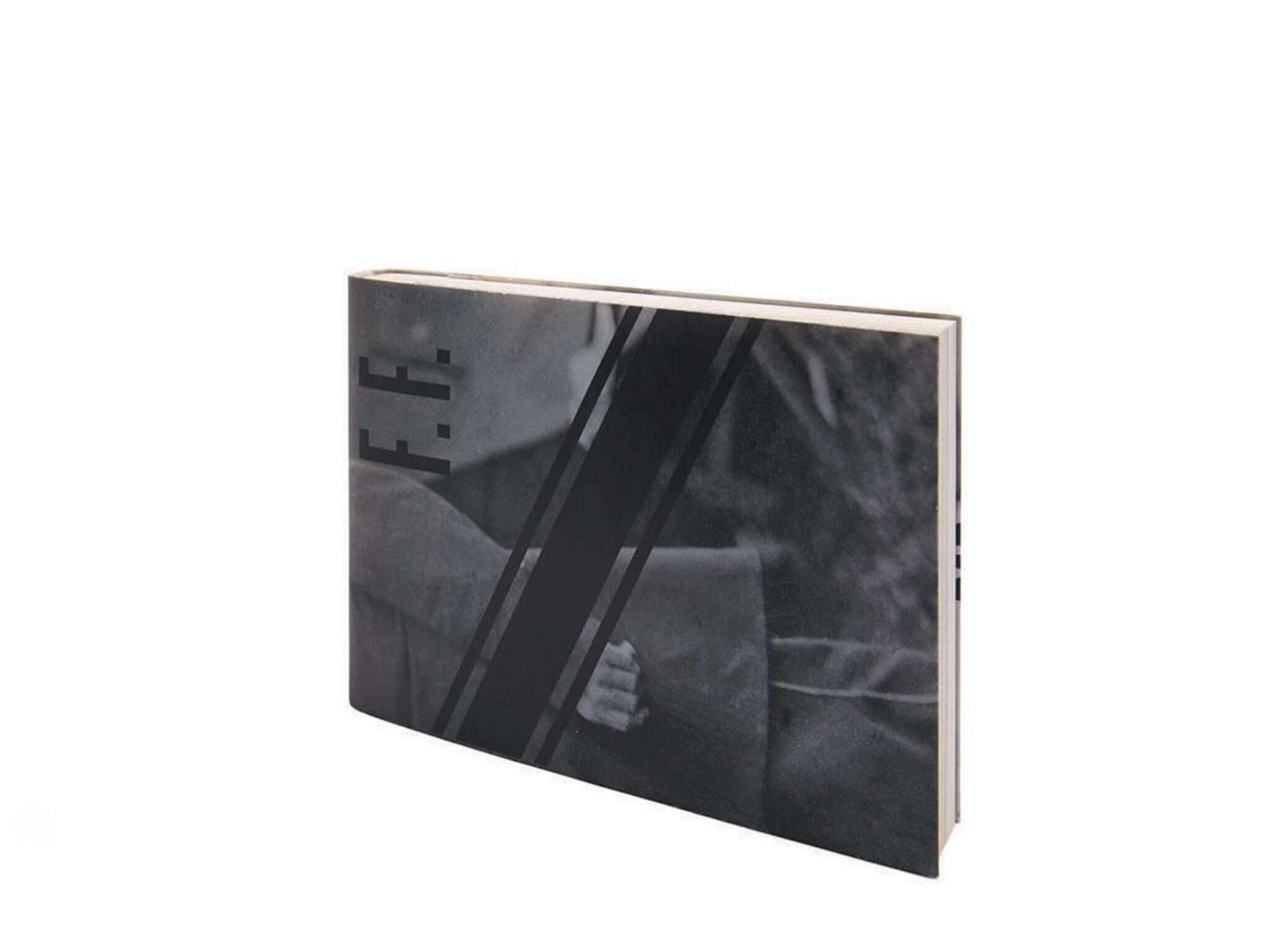 Félix Fénéon Nouvelles en trois lignes Éditions cent pages jaquette papier journal