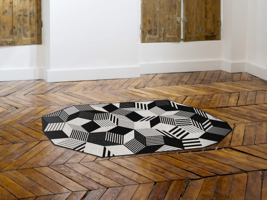 Tapis géométrique Penrose stripes black and white, Design IchetKar édition Bazartherapy
