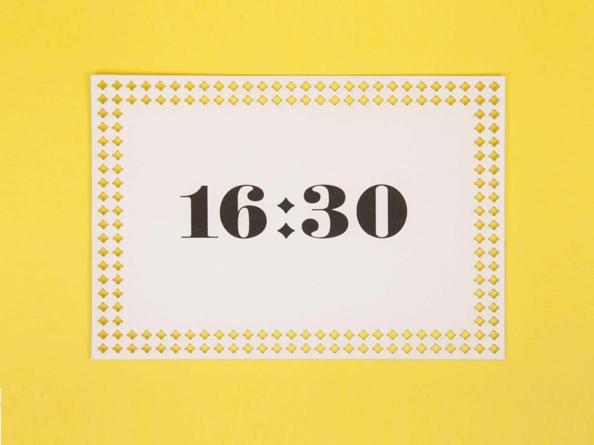 cartons d'invitations tea time, papier texturé, découpe laser par Ichetkar