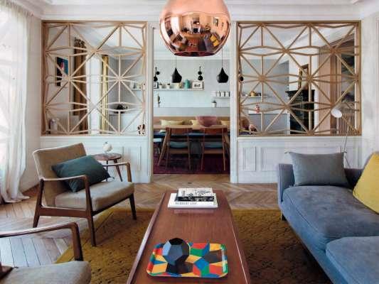 photo du Plateau Penrose Playwood sur une table dans un salon, Design IchetKar édition Bazartherapy
