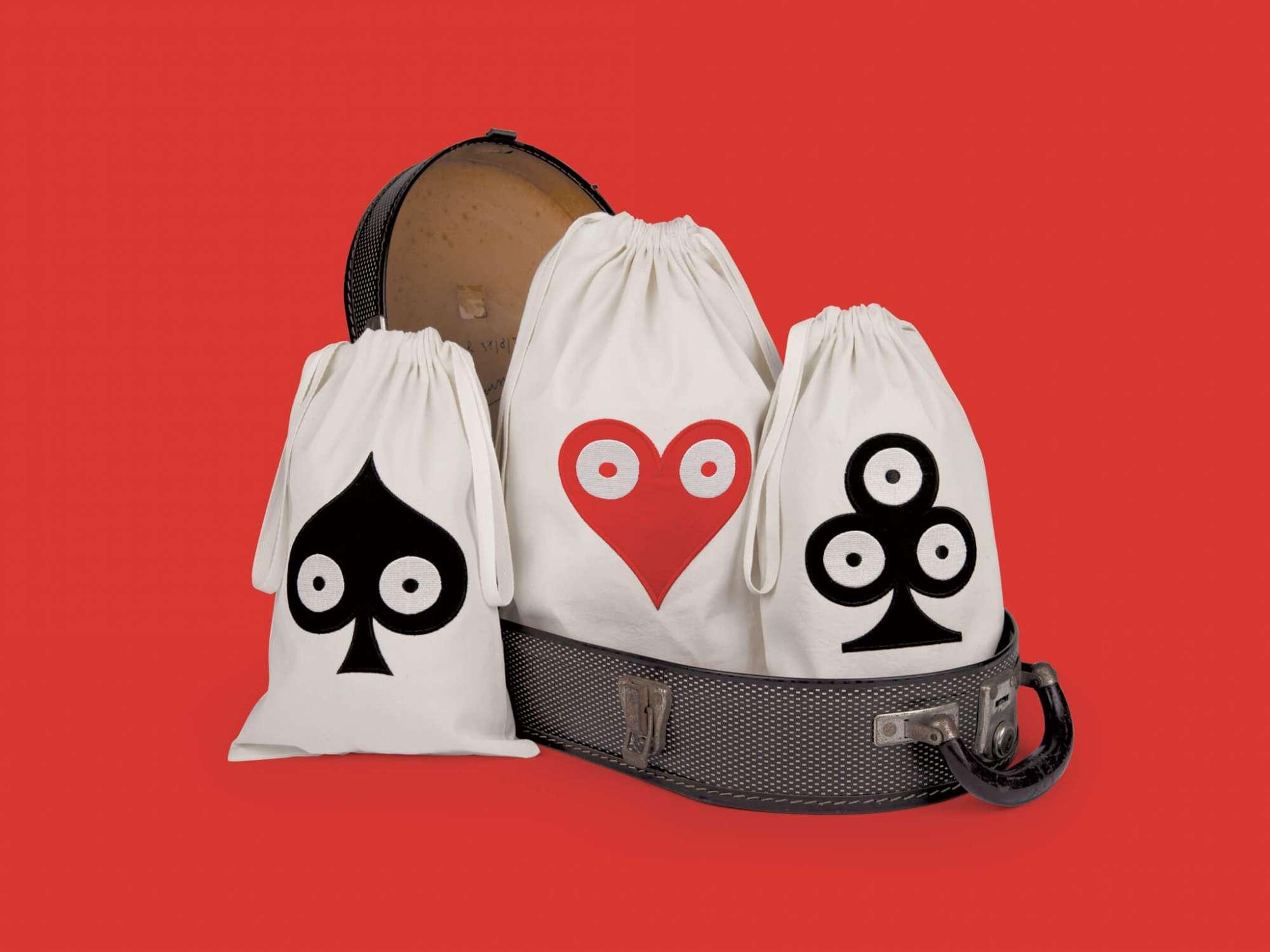 La collection textile pokerface est dessinée par Helena en 2014 pour Bazarthérapy, elle reprend les motifs pokerface.