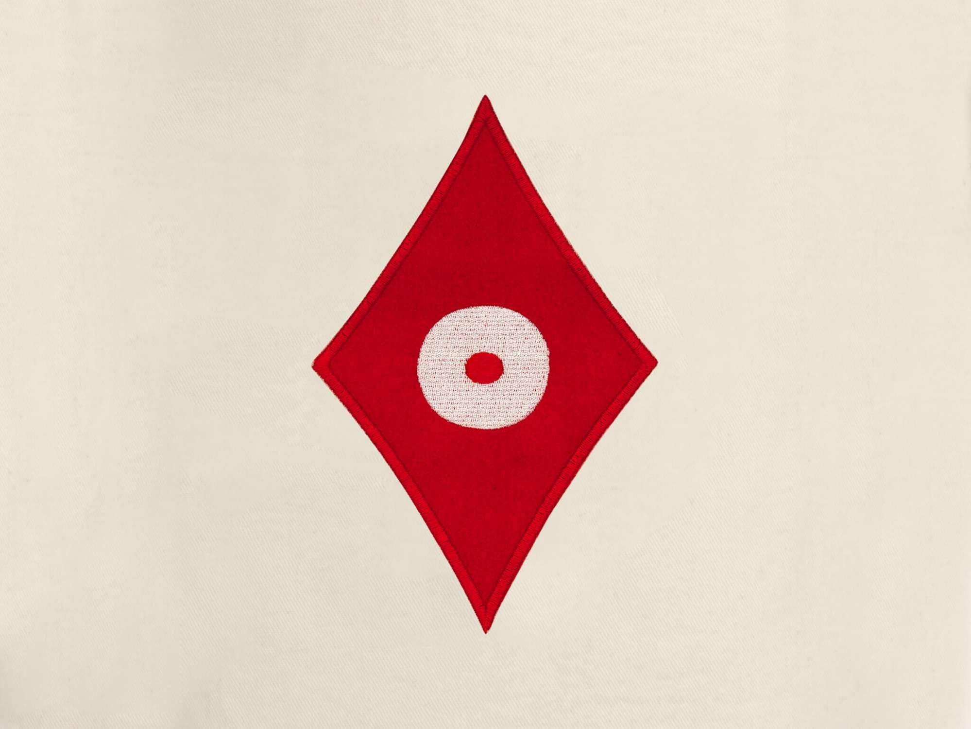 détail de la pochette de voyage carreau, elle reprend le motif carreau pokerface phares du studio Ich&Kar.