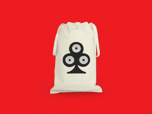 pochette de voyage trèfle, elle reprend le motif trèfle pokerface phares du studio Ich&Kar.
