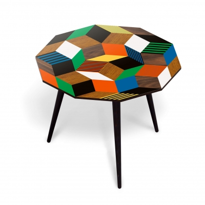 Table basse Penrose, motif géométrique crée par Roger Penrose. Marqueterie de bois et couleur crazy, design ichetkar