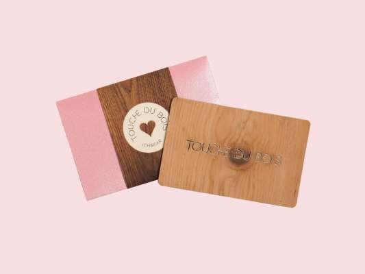 talisman porte bonheur en bois, carte touche du bois cadeau petite attention
