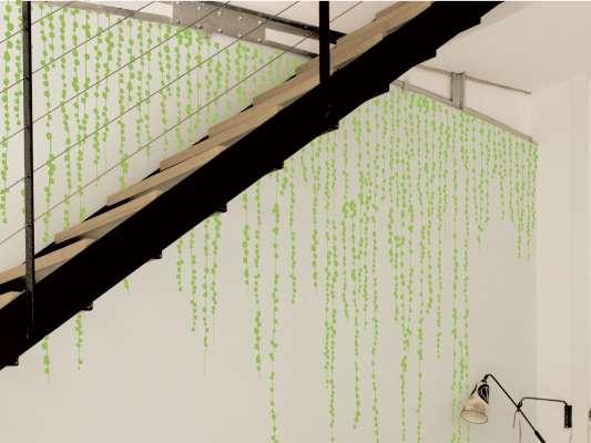 Guirlande de Pompon ou vigne sous la neige à faire dégouliner des plafonds ou a faire pousser comme des herbes grimpantes.