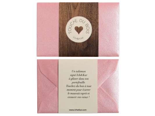 recto et verso du talisman porte bonheur touche du bois pour la saint valentin, cadeau insolite pour votre amoureuse